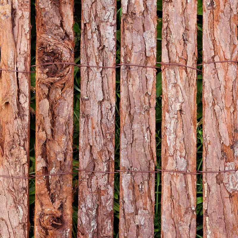Baumrinde-Sichtschutz-Zaun-006.jpg