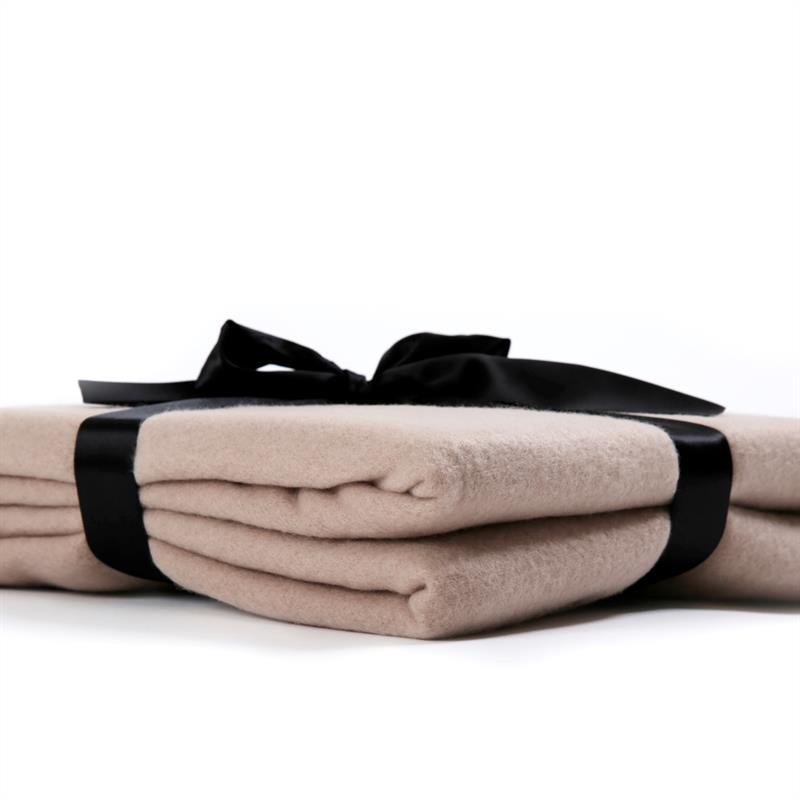 Polar-Fleece-Decke-Taupe-Beige-220x240cm-003.jpg